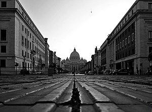 A view of the Via della Conciliazione from gro...