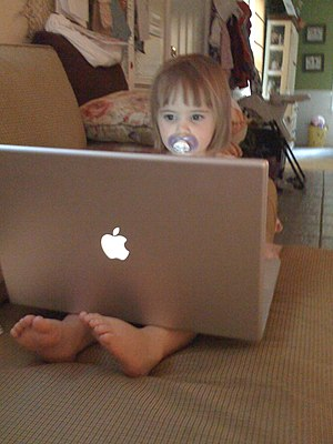 English: Child with MacBook. The original capt...