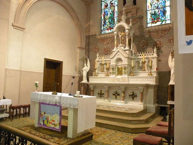 Fichier: Église Saint-Médard de Ferrière-la-Petite maitre autel 4.JPG