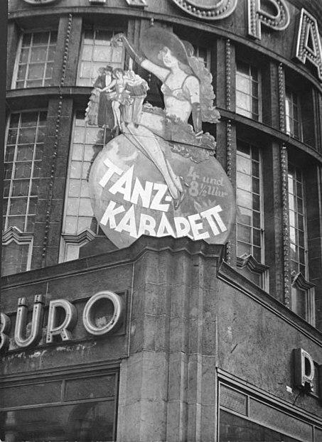 File:Bundesarchiv B 145 Bild-P062899, Berlin, Tanzkabarett im Europahaus.jpg
