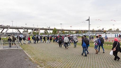 Drehscheibe Köln-Bonn Airport - Ankunft Flüchtlinge 5. Oktober 2015-0290
