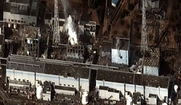 福島第一原子力発電所事故Satellite image on 16 March of the four damaged reactor buildings