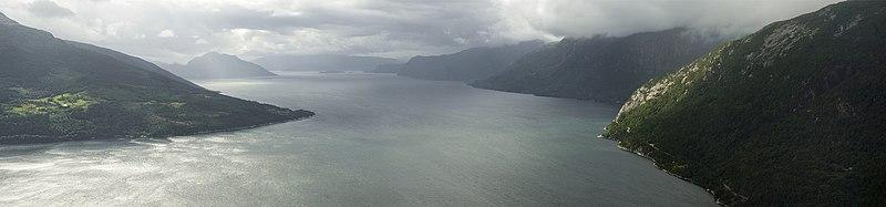 File:PanoHardangerfjorden1.jpg