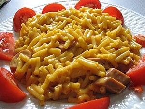 English: Kraft Dinner (macaroni and cheese) wi...