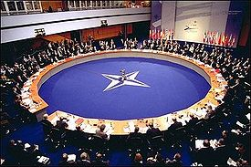 https://i0.wp.com/upload.wikimedia.org/wikipedia/commons/thumb/7/7e/NATO-2002-Summit.jpg/275px-NATO-2002-Summit.jpg