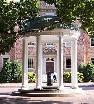 English: The Old Well in front of the South Bu...
