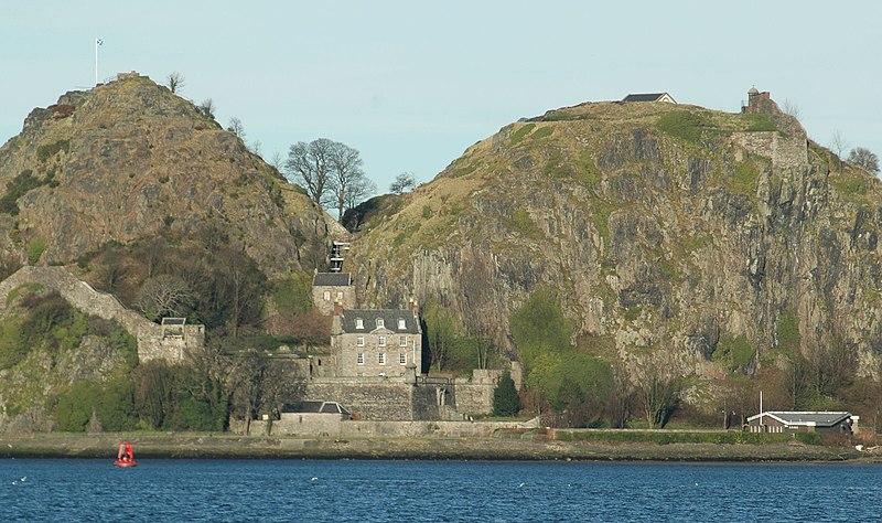 Archivo:Scotland Dumbarton Castle bordercropped.jpg