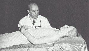 Dr Ara inspects Eva Perón's embalmed corpse.