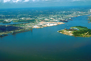 English: Aerial view of the port and city of M...