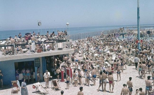 File Tel Aviv Drukte Op De Strandboulevard Op Sabbat