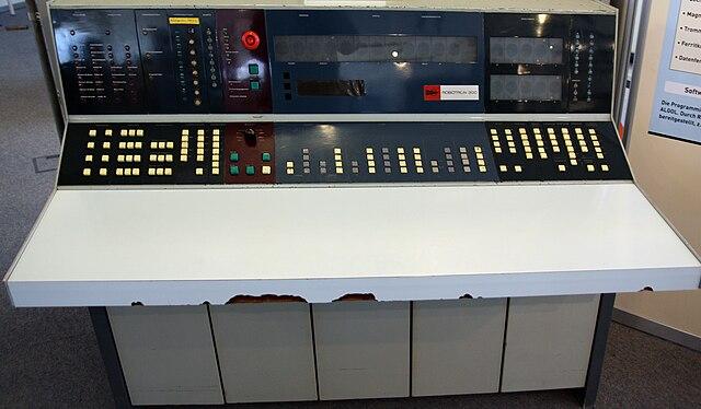 Robotron R300 Großrechner aus der DDR, Bedienteil , IBM 1401 Nachbau