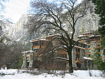 English: Picture of the Ahwahnee Hotel. I took...