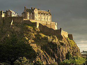 English: Edinburgh Castle Evening sun emerges ...