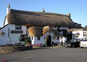 English: A thatched pub, the Williams Arms at ...