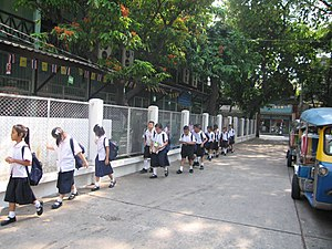 English: In Bangkok, these students were retur...
