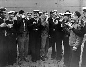 US-Soviet sailors on VJ Day.jpg