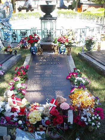 English: Elvis Presley's Grave Nederlands: Elv...