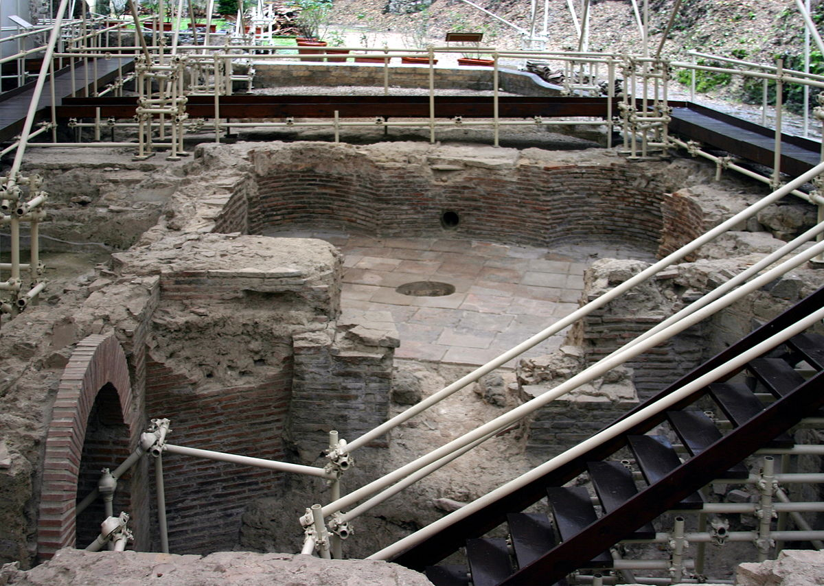 Scavi archeologici di Santa Chiara  Wikipedia