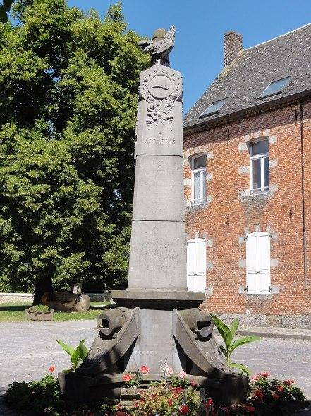Liessies (Nord, Fr) monument aux morts.jpg