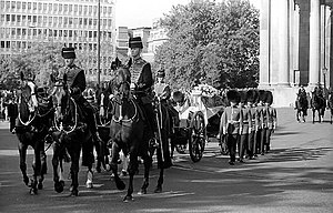 Princess of Wales' funeral procession passing ...