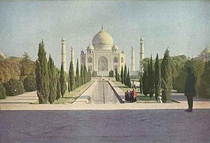 English: The Taj Mahal at Agra, India in the e...