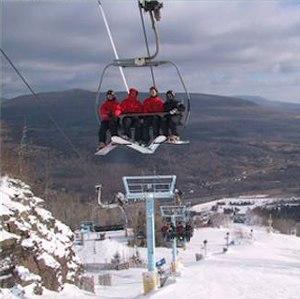 English: Hunter Mountain ski lift - Robert Swanson