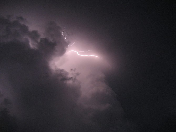 Realmerlyn - Lightning! (by-sa)