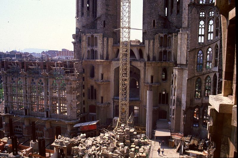 File:Sagrada Familia Construction 1988.jpg