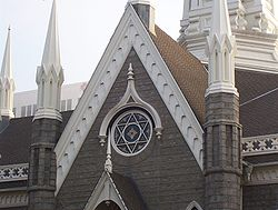 https://i0.wp.com/upload.wikimedia.org/wikipedia/commons/thumb/8/84/Salt_Lake_Assembly_Hall_Star_of_David.jpg/250px-Salt_Lake_Assembly_Hall_Star_of_David.jpg