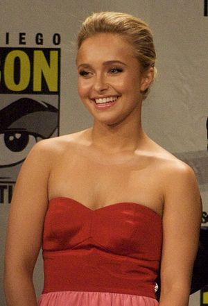 Hayden Panettiere at the Heroes panel, comic-c...