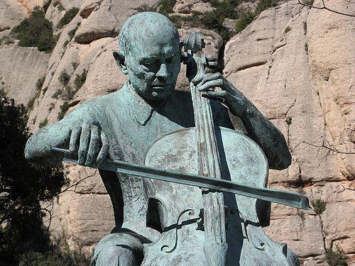 https://i0.wp.com/upload.wikimedia.org/wikipedia/commons/thumb/8/85/Pau_Casals_centenary_statue.jpg/500px-Pau_Casals_centenary_statue.jpg