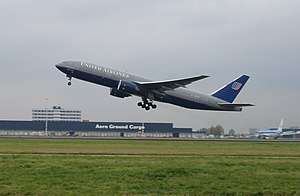 United Airlines Boeing 777–200 taking off at A...