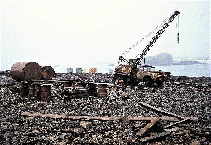 File:Antarctica, pollution, environment, Russia, Bellingshausen 1.JPG