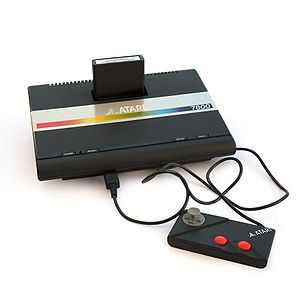 English: Atari 7800 with cartridge and game pad