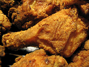 English: Several pieces of fried chicken.