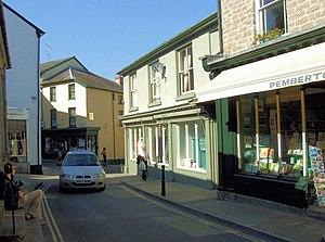 English: High Town, a narrow street