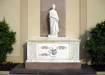 English: Liberace's grave at Forest Lawn Holly...