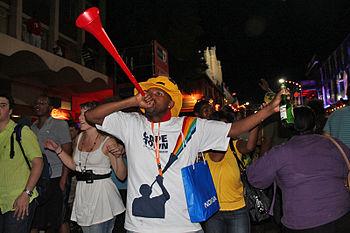 English: Man blowing a vuvuzela, Cape Town, So...