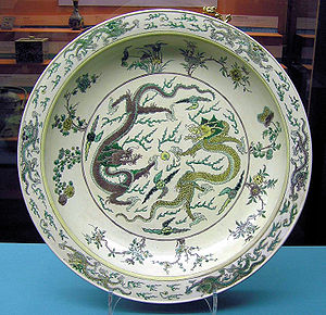 A Chinese porcelain-ware displaying battles be...