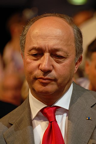 http://upload.wikimedia.org/wikipedia/commons/thumb/8/88/Laurent_Fabius_-_Royal_%26_Zapatero%27s_meeting_in_Toulouse_for_the_2007_French_presidential_election_0538_2007-04-19.jpg/321px-Laurent_Fabius_-_Royal_%26_Zapatero%27s_meeting_in_Toulouse_for_the_2007_French_presidential_election_0538_2007-04-19.jpg