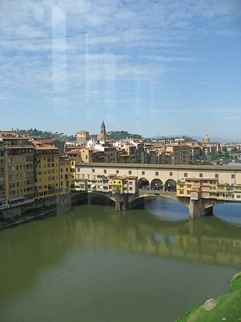 English: Ponte Vecchio and the Vasari Corridor...