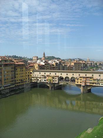 English: Ponte Vecchio and the Vasari Corridor...