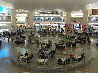 https://i0.wp.com/upload.wikimedia.org/wikipedia/commons/thumb/8/89/David_Ben-Gurion_Airport.JPG/320px-David_Ben-Gurion_Airport.JPG