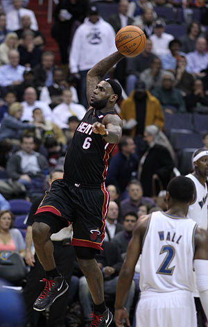 English: Lebron James: Dunking Washington Wiza...