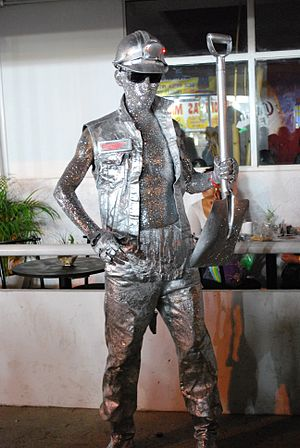 English: Human miner statue at the Feria de Hi...