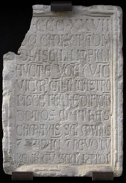 Iscrizione che attesta la costruzione delle fortificazioni di Peschiera da parte di Cangrande della Scala