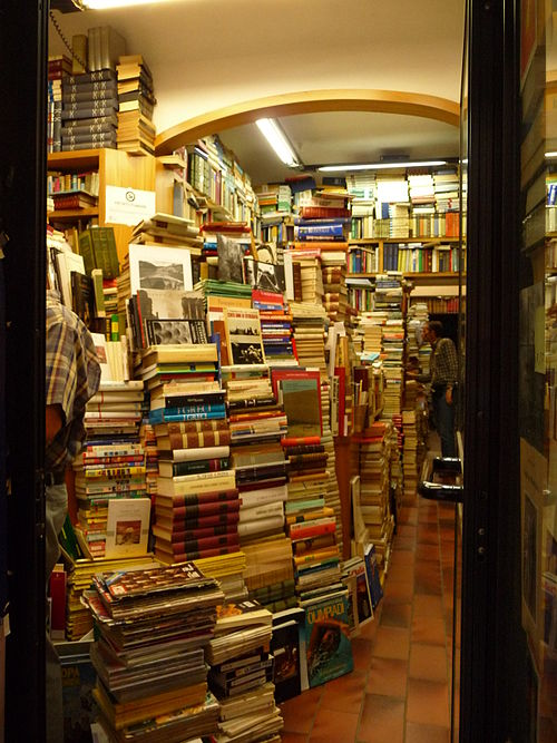 https://i0.wp.com/upload.wikimedia.org/wikipedia/commons/thumb/8/8b/FI_bookstore.JPG/500px-FI_bookstore.JPG