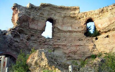 Ruined temple to Apollo, Avernus