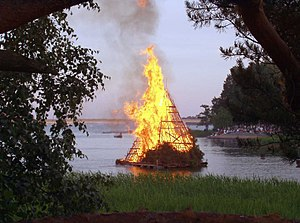 English: A midsommer bonfire in Seurasaari, He...