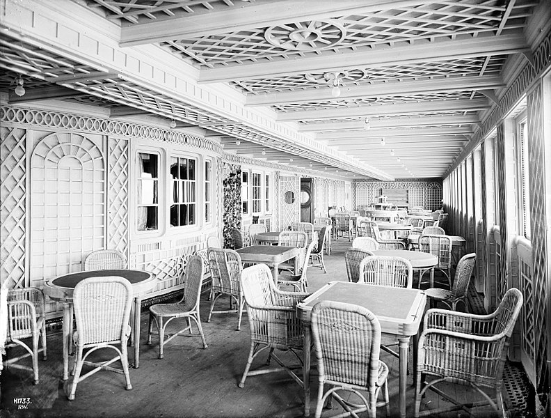 File:Titanic cafe parisien.jpg